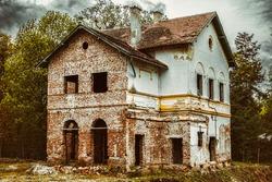 old building left in disrepair