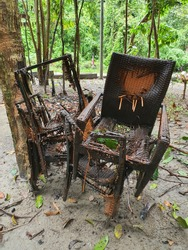 Old chairs inevitably get damaged over time. But it seems that some chairs are showing a broken heart