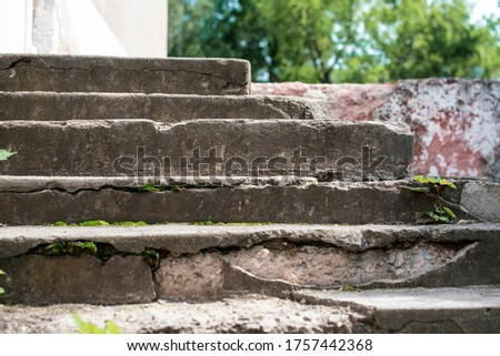 Old concrete stairs crumble from old age and poor repairs, you need good craftsmen to replace the stairs or repair them. Close up Foto stock ©