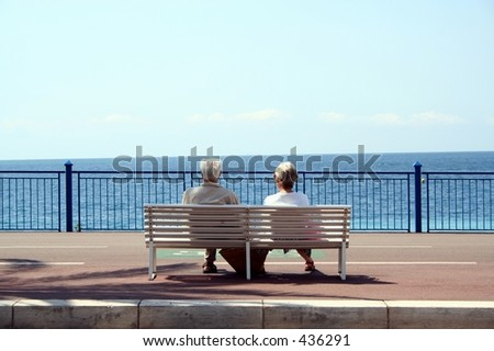 Old couple resting at the ocean