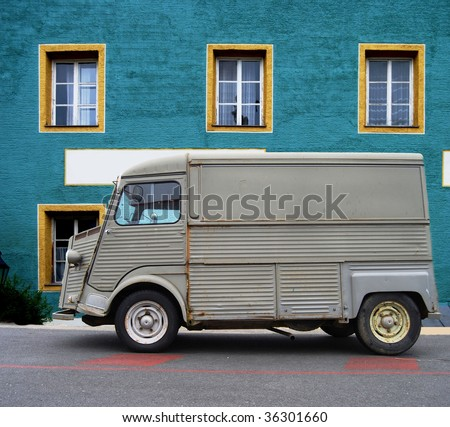 Old delivery van in front of a colorful house