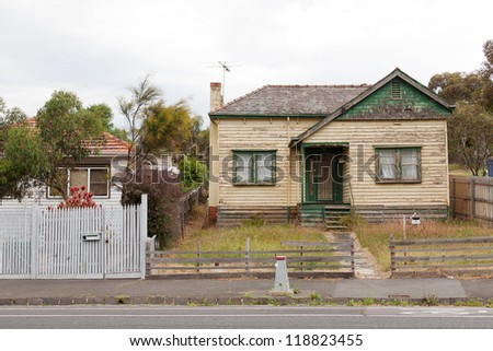 Old derelict timber home left abandoned in the suburbs