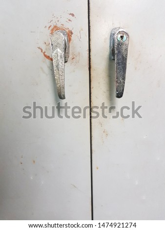 Old door handle up, salt stains, black stains. Door handle used for many years until the salt stains, black stains. #1474921274
