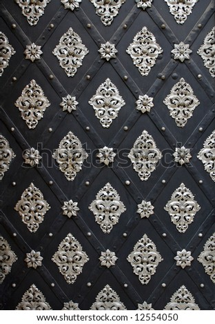 Old european glamour black and white pattern on door