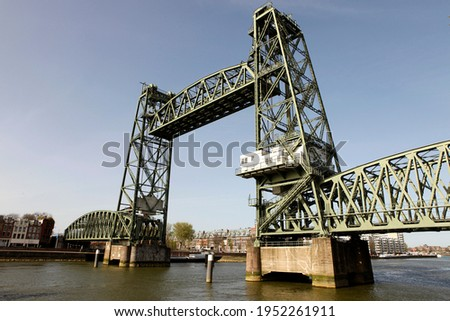 Old famous and monumental Koningshavenbrug ('De Hef) in Rotterdam, The Netherlands. This iconic lifting railway bridge is one of the landmarks of Rotterdam. Stockfoto ©
