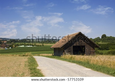 Old Farm House with a Path on Grain field Stock foto ©