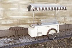old-fashioned icecream truck