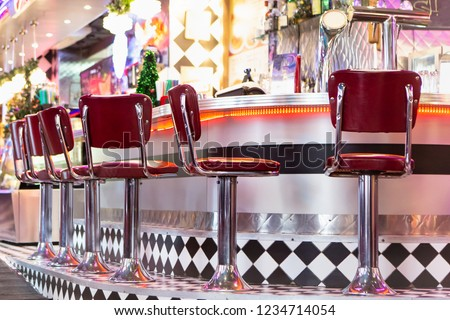 Old Fashioned Red Bar Stools In American Burger Retro Diner Restaurant. Interior Of Bar Is In Traditional American Style. Long Bar Counter. Сток-фото ©
