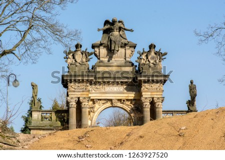 Old historic amazing neo-renaissance style cemetery portal in Horice in Czech republic, sunny day, blue sky Foto stock ©