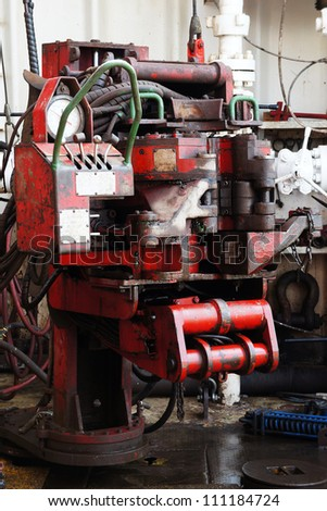 Old Iron Roughneck - Equipment For Making Tubular on Drilling Rig
