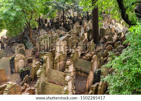 Old Jewish Cemetery Prague in Czech Republic. Foto stock ©