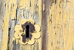 old  keyhole on vintage brown wooden door , background