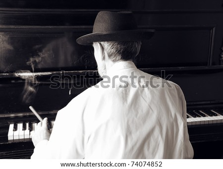 Old man with cigar play piano.