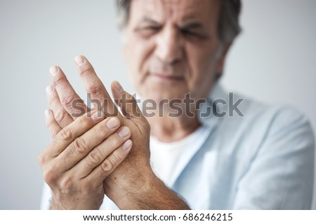 Old man with finger pain Foto stock ©