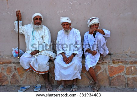 old men from oman on the market ...