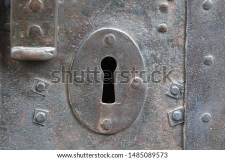 Old Metal Door and Keyhole, Detail. Foto stock ©