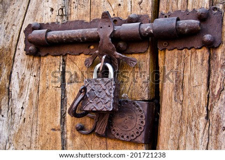 Popular Free Old wooden doors are locked with a padlock and ...