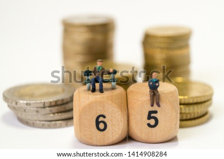 Old people discuss the pension #1414908284