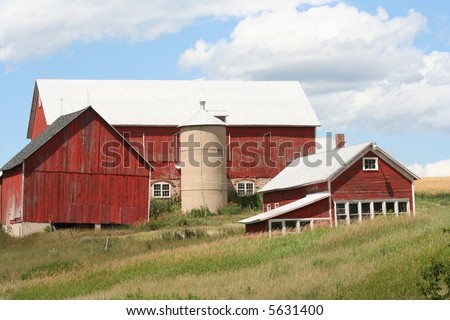 old red dairy barn in Wisconsin