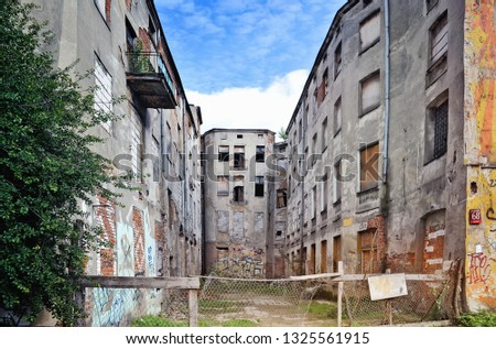 Old ruined and abandoned  building in the street Zachodnia in Lodz. Poland. Zdjęcia stock ©