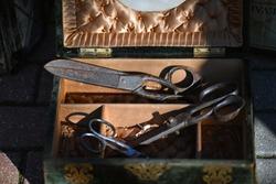 Old scissors in a wooden box on a flea market in Jalón-Spain.