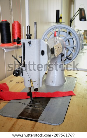 Old Sewing Machine In The Sewing Studio Vertical Format EZ Canvas Classy What Is A Vertical Sewing Machine
