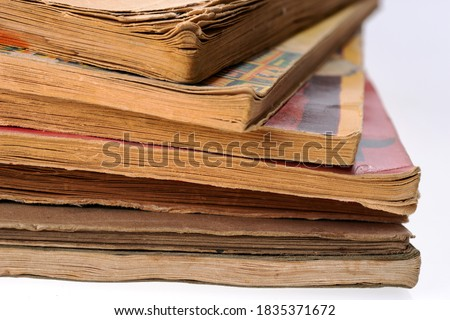 Old tattered books. Sheets of old books Photo stock ©