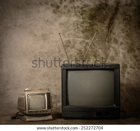 Old tv with grunge background