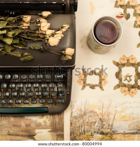 Old typewriter and roses