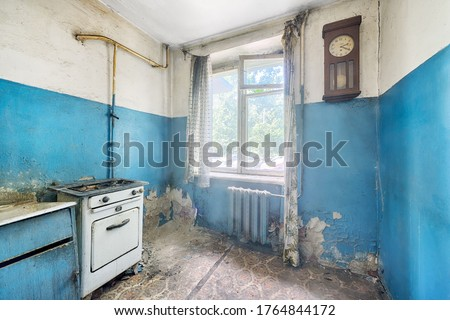 Old ugly abandoned empty kitchen in a residential building. The interior of the collapsing room of the kitchen in the house Foto stock ©