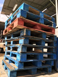 Old used wooden pallets for miscellaneous industry purpose