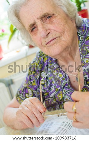 old woman can't read the book