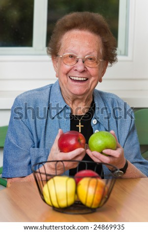 Old woman with apple for the daily Vitmaine