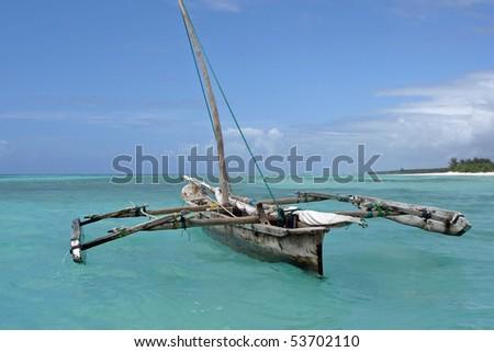 Old wooden arabian dhow in de Indian Ocean near Zanzibar.
