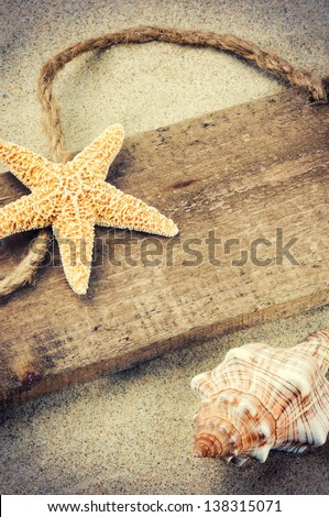 Old wooden board with copyspace and seashells