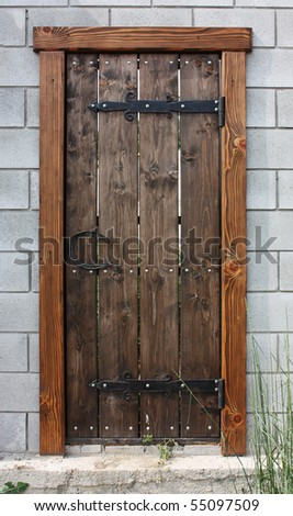 Входная дверь в старом деревянном доме своими руками