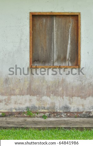 Old wooden doors and lawns green