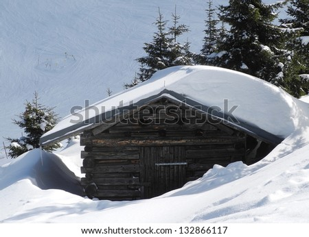 Old wooden mountain hut covered by snow Zdjęcia stock ©