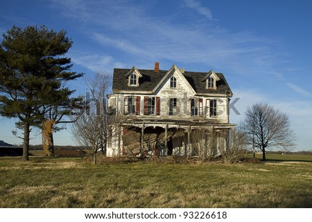 Old worn and beaten down Victorian home looking sad