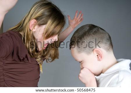 сестра соблазнила младшего брата после душа онлайн