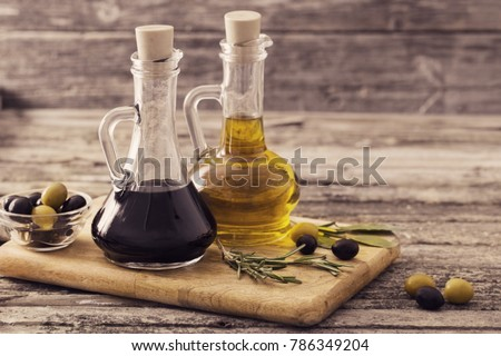 olive oil and balsamic vinegar on a wooden background Foto stock ©