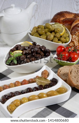 olive varieties,varieties of olives in porcelain containers