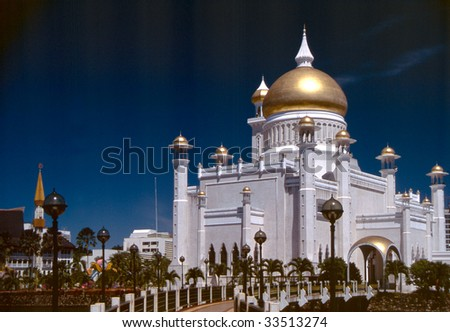 Omar Ali Saifuddien Mosque in the capital of Brunei