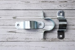 Omega clamp, used to hold tubular articles, or to support, it is held with a pair of screws since it has a hole on each side to insert the screw