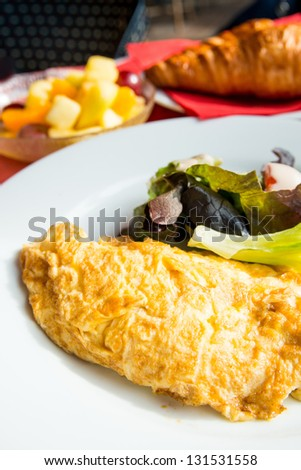 omelet with ham tomato and green salad #131531558