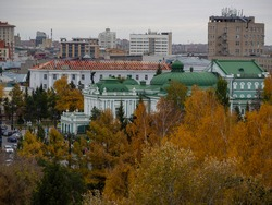 Omsk State Academic Drama Theater with a sculpture of a muse from above in autumn. Drama theater from above