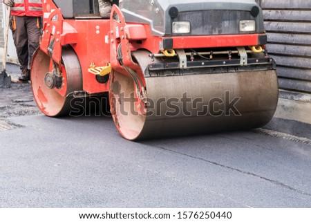 on asphalt asphalt rider there an asphalt roller to keep everything well pressed #1576250440