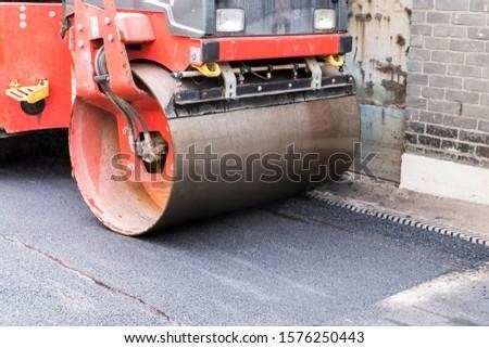 on asphalt asphalt rider there an asphalt roller to keep everything well pressed #1576250443