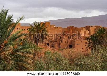 On the way from Erfoud into the Dades Valley