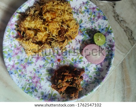 One of the delicious Indian food which is most popular  and loved by many people and the combination is amazing i.e.., both natu kodi and biriyani. Zdjęcia stock ©